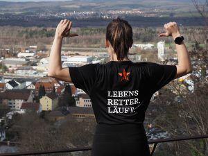 Das Sport-Shirt für den guten Zweck, das die Studenten extra für ihren Spendenlauf entworfen haben. Foto: Dominik Jost